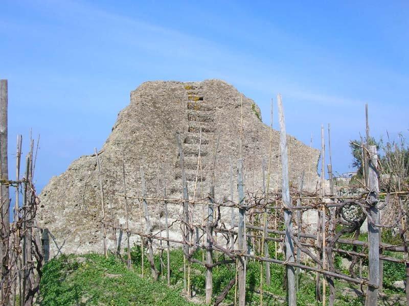 Il castello aragonese casa di pietra del cuotto for Case di pietra davanti