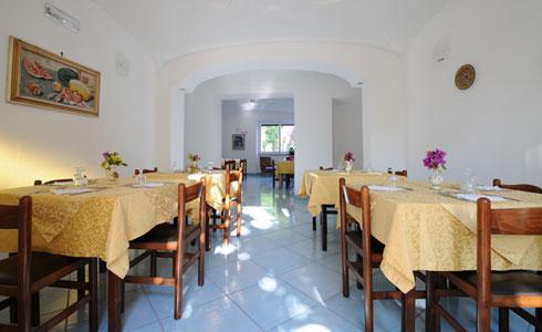 La gestione familire dell' hotel garantisce una eccellente cucina tipica mediterranea, con prodotti di coltivazione propria.