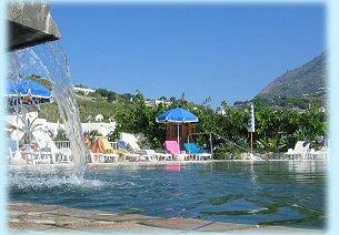 Residence Baia di Sorgeto, la piscina esterna