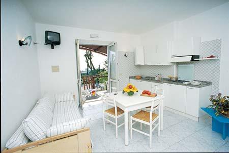 Ischia lastminute hotels 3 stelle ischia hotel residence for Appartamenti ischia