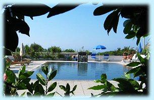 Residence Baia di Sorgeto, la piscina