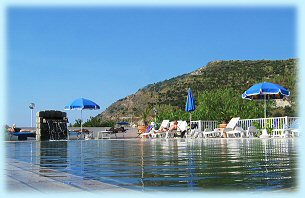 Residence Baia di Sorgeto, piscina con solarium