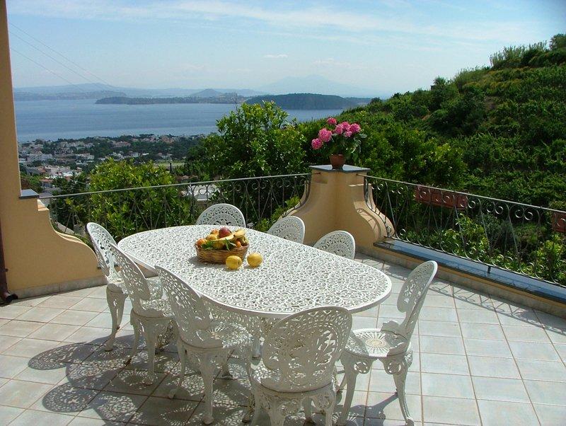 Residence villa rosalia for Appartamenti arredati napoli